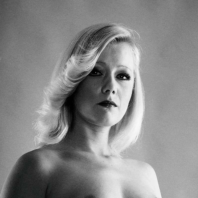 Eve und die verbotene Frucht der Nacktheit